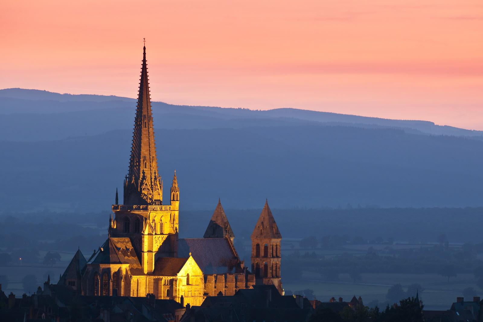 Кафедральный собор Сен-Лазар в Отене