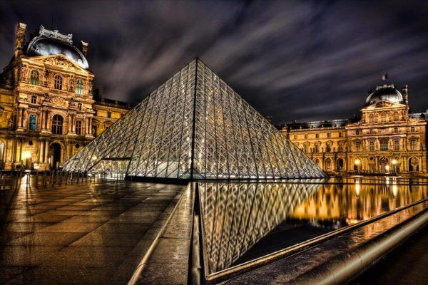 Лувр Париж