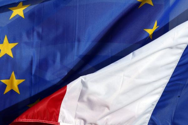 Флаги ЕС и Франции