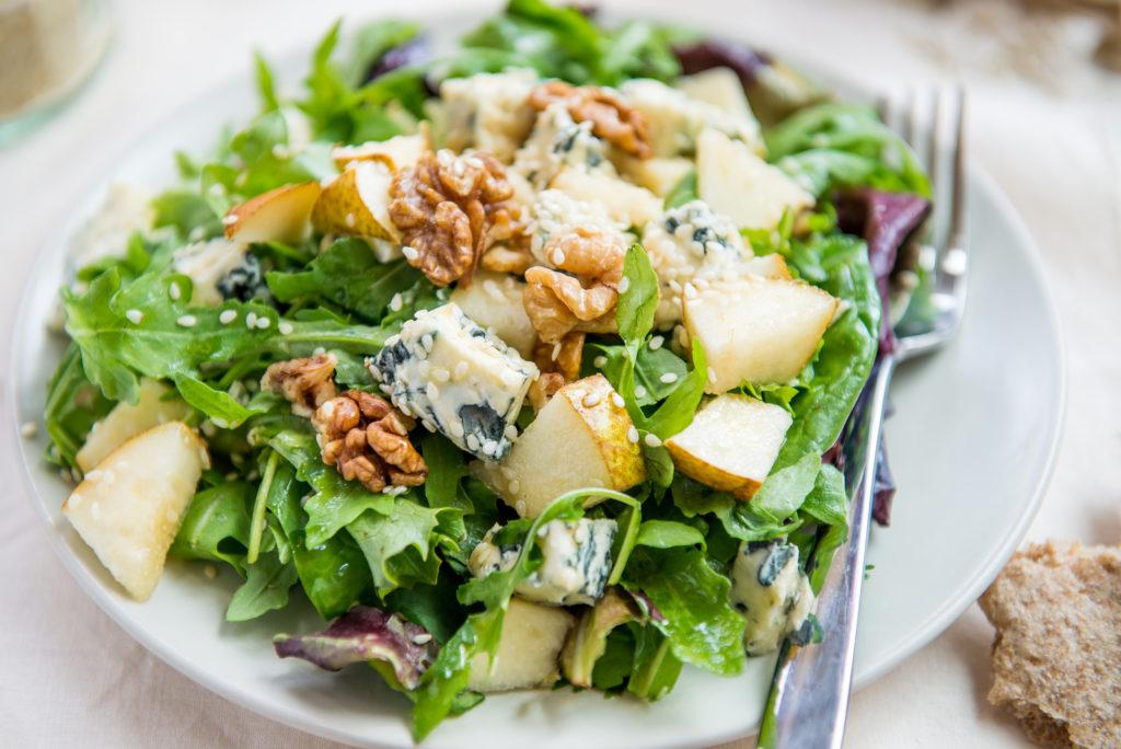 Салат из сыра рокфор
