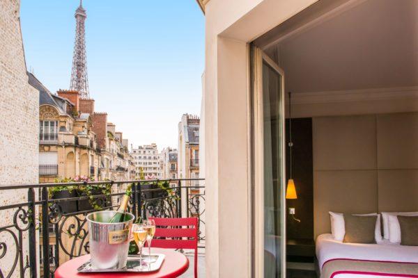 Отель в Париже с видом на Эйфелеву башню