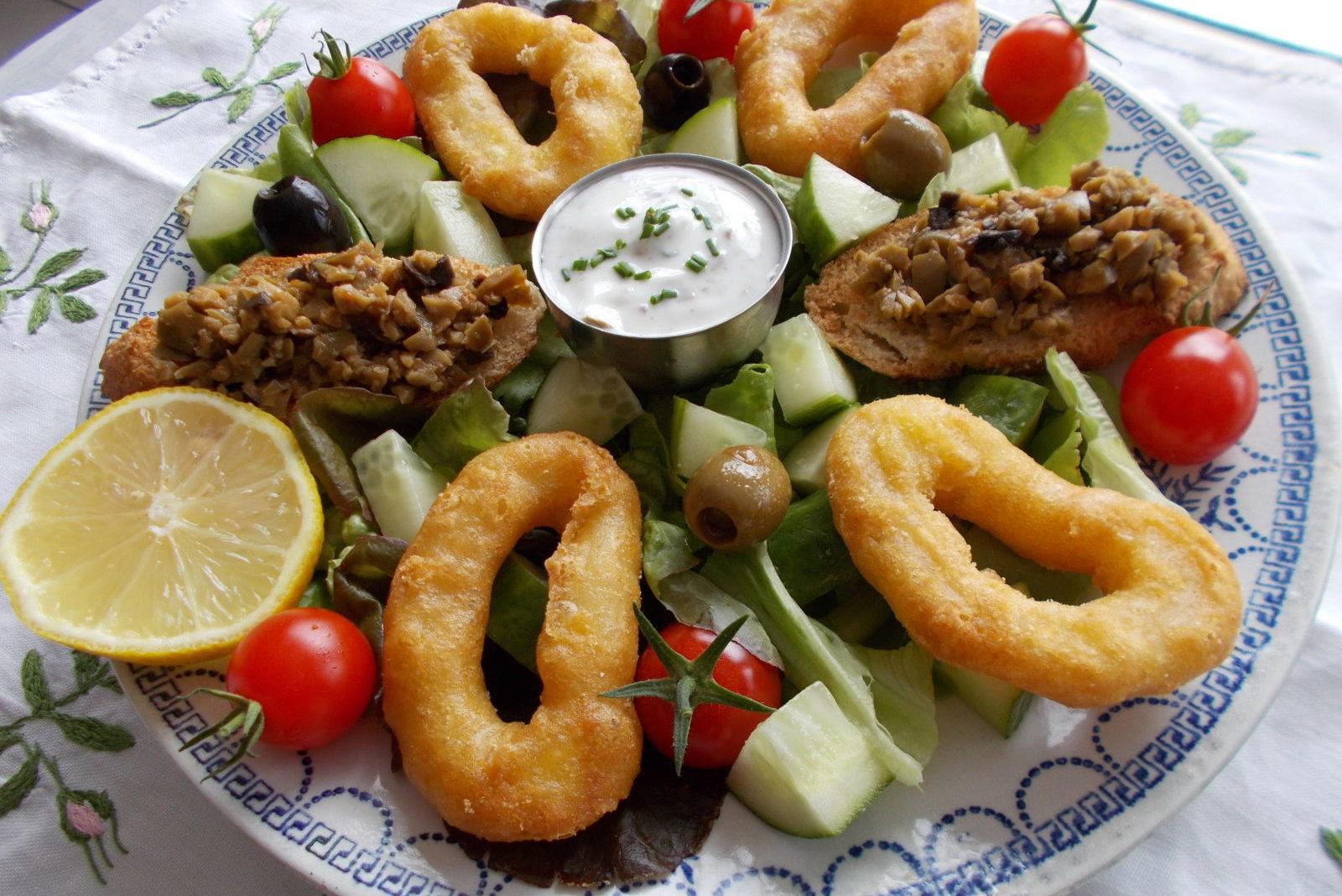 Вкусный салат с кальмарами фото