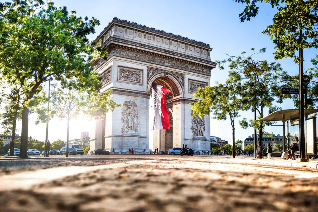 Триумфальная Арка в Париже фото