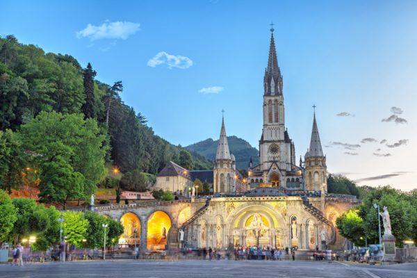 Лурд (Lourdes) Места паломничества во Франции