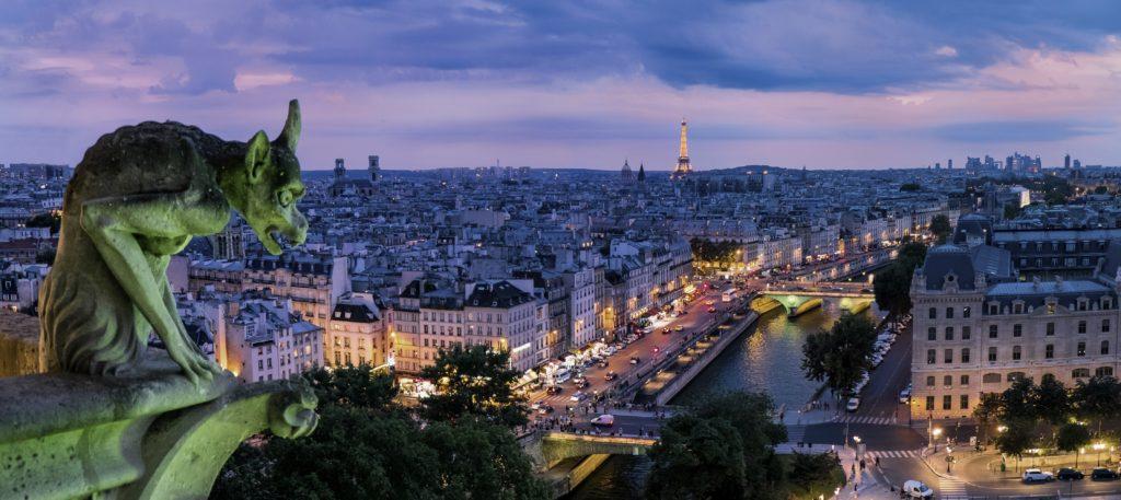 Вид на ночной Париж