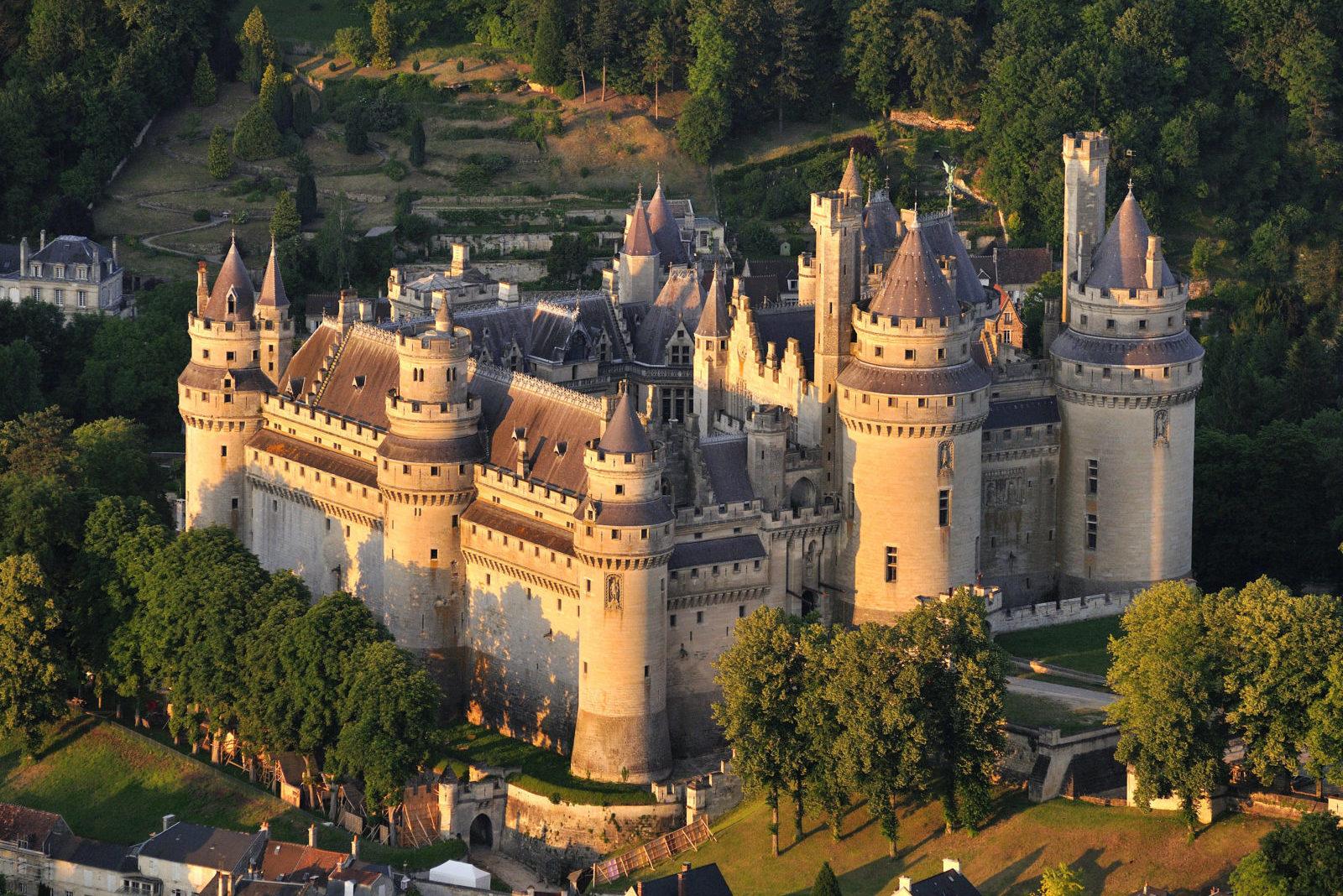 Замок Pierrefond, О-де-Франс