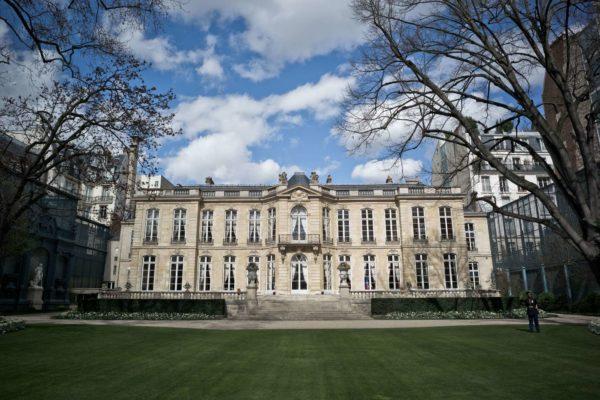 Сад Матиньонского дворца в Париже