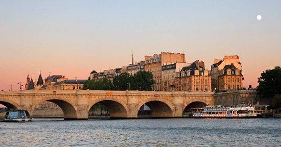 Мост Пон-Нёф в Париже