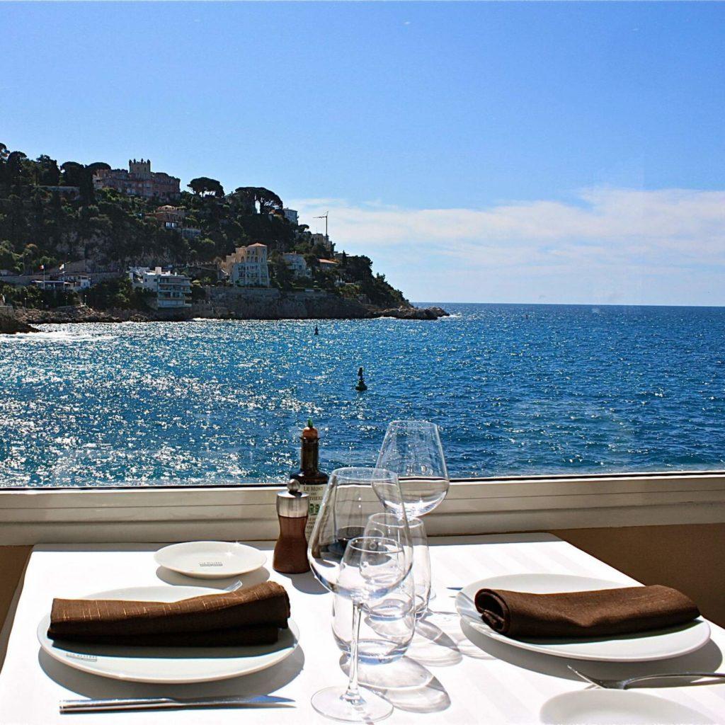Ресторан в Ницце с видом на море