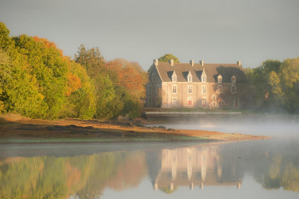 Замок Компер в Бретани
