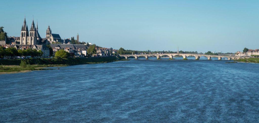 Луара крупнейшая река Франции