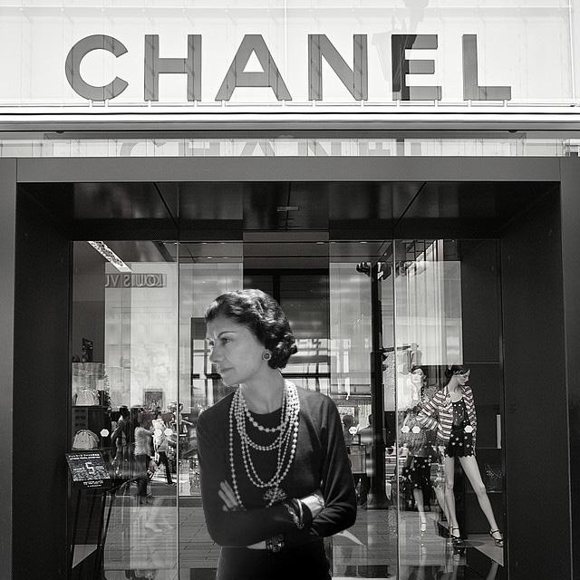 Черное платье Коко Шанель фото